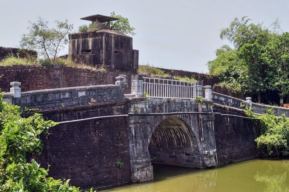 Cầu bắt qua sông Ngự Hà